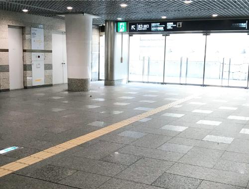 北3出口へ(階段を上る)