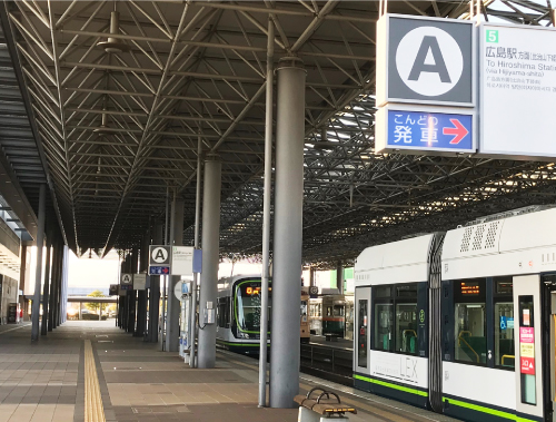 電車乗り場にて広島駅⑤に乗車